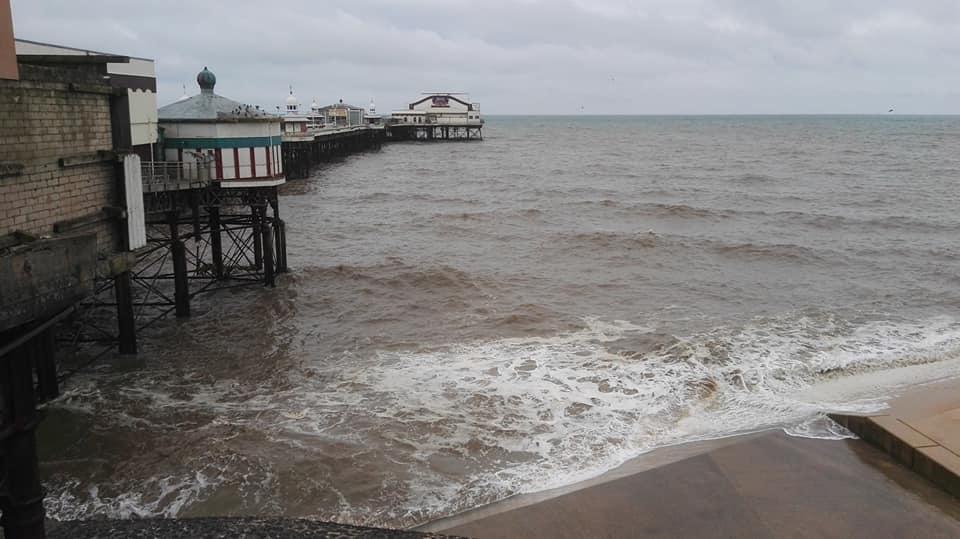 https://0201.nccdn.net/1_2/000/000/10e/3a5/Waves-near-North-Shore-pier-960x539.jpg