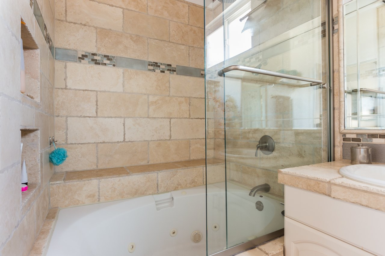 Hermosa Beach House 1 Bathroom 2