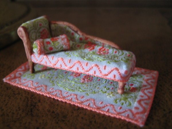 1/48TH SCALE CHAISE  WITH MATCHING CUSHION AND RUG