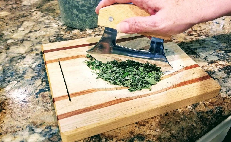 https://0201.nccdn.net/1_2/000/000/112/10c/Chopping-dried-herbs-for-tea-blend2-1240x760.jpg