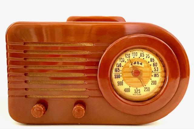 https://0201.nccdn.net/1_2/000/000/117/d67/fada-1000-bullet-bakelite-radio-in-butterscotch.jpg