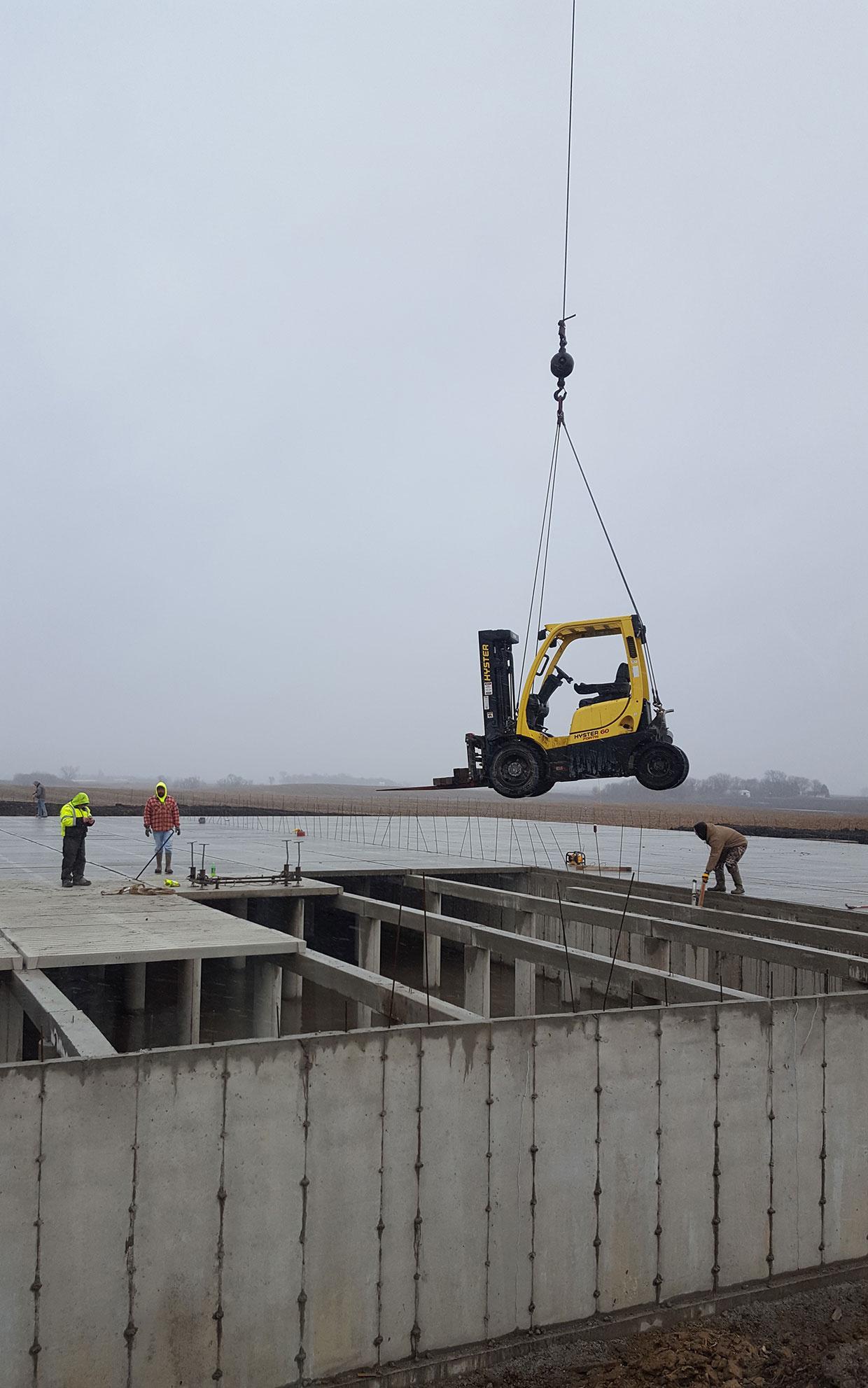 Crane-Setting-Forklift