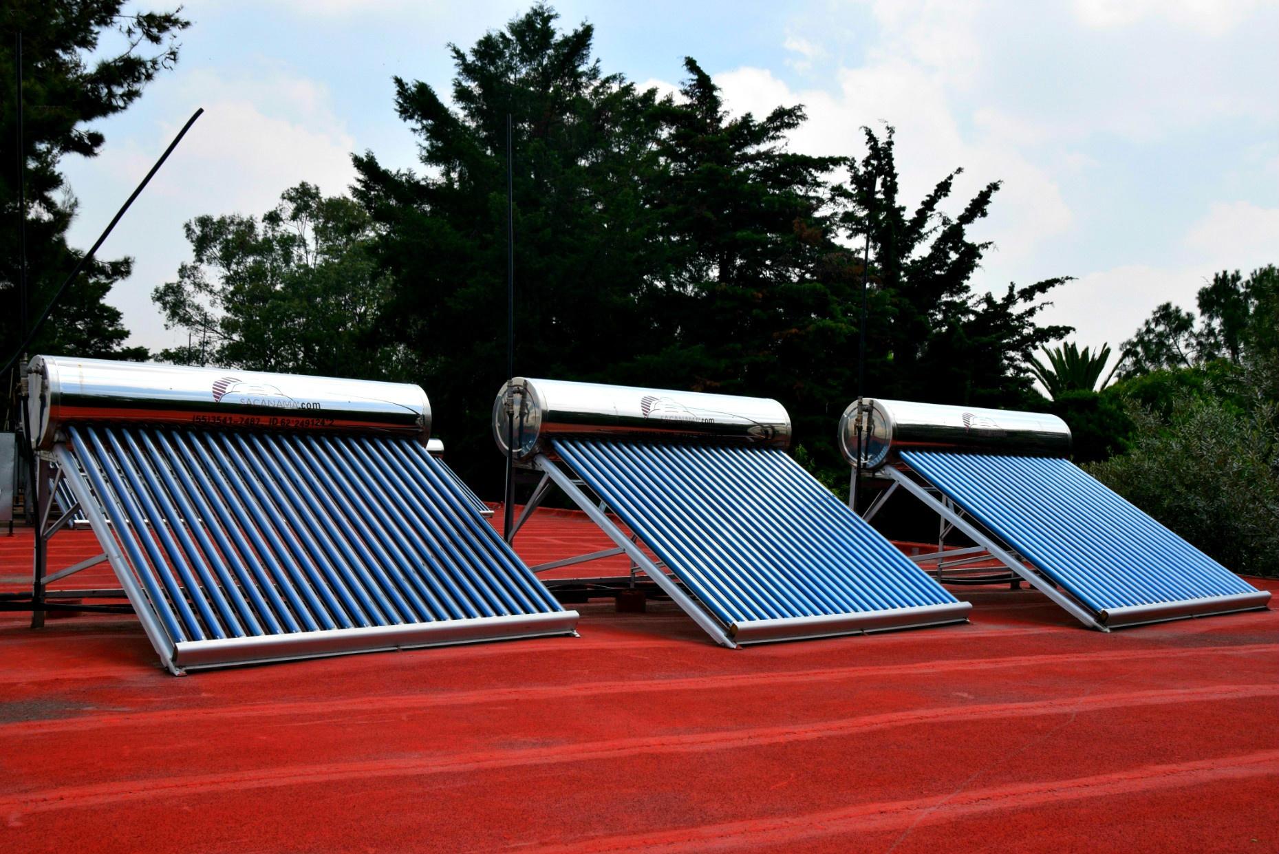 https://0201.nccdn.net/1_2/000/000/118/5d8/calentadores-solares-1859x1241.jpg