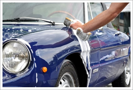 Washing blue car||||