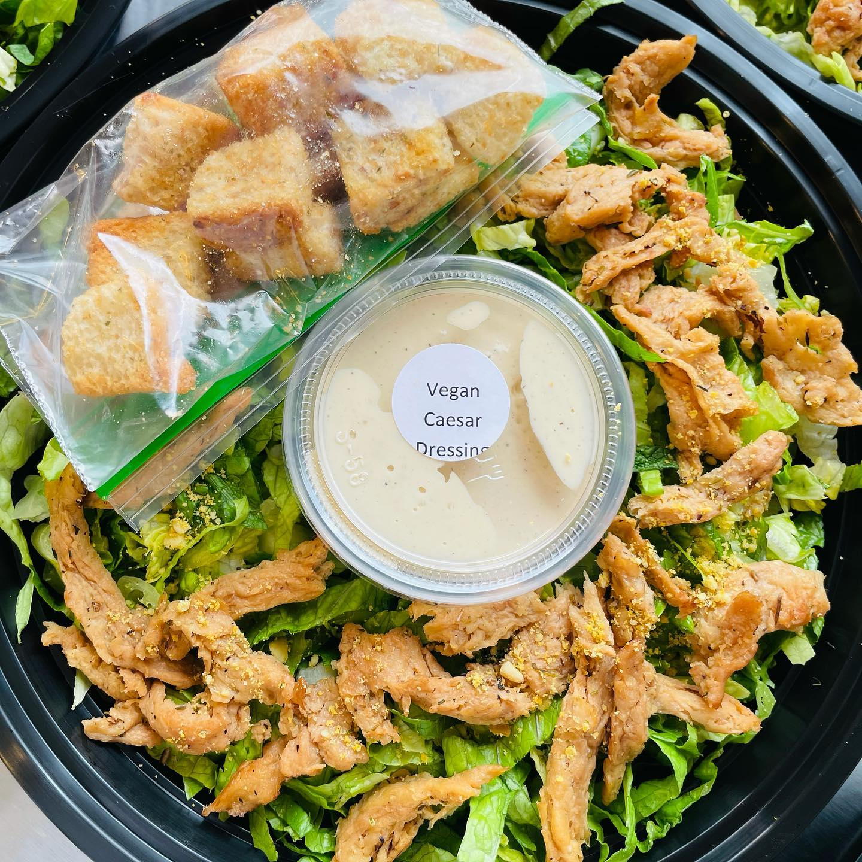 https://0201.nccdn.net/1_2/000/000/118/cf3/vegan-chick-n-caesar-salad.jpg
