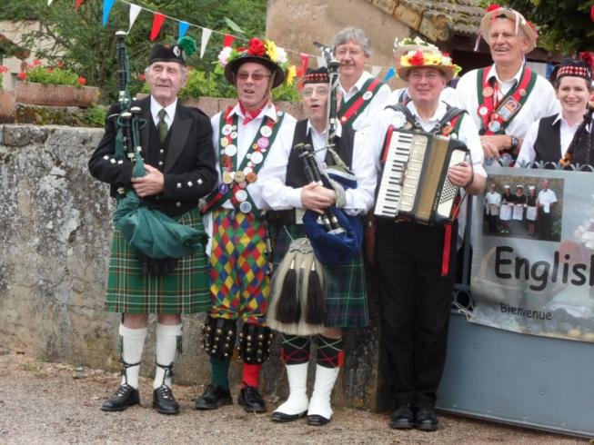 Merrydowners & Glentrew Pipers - Village Hall Viry