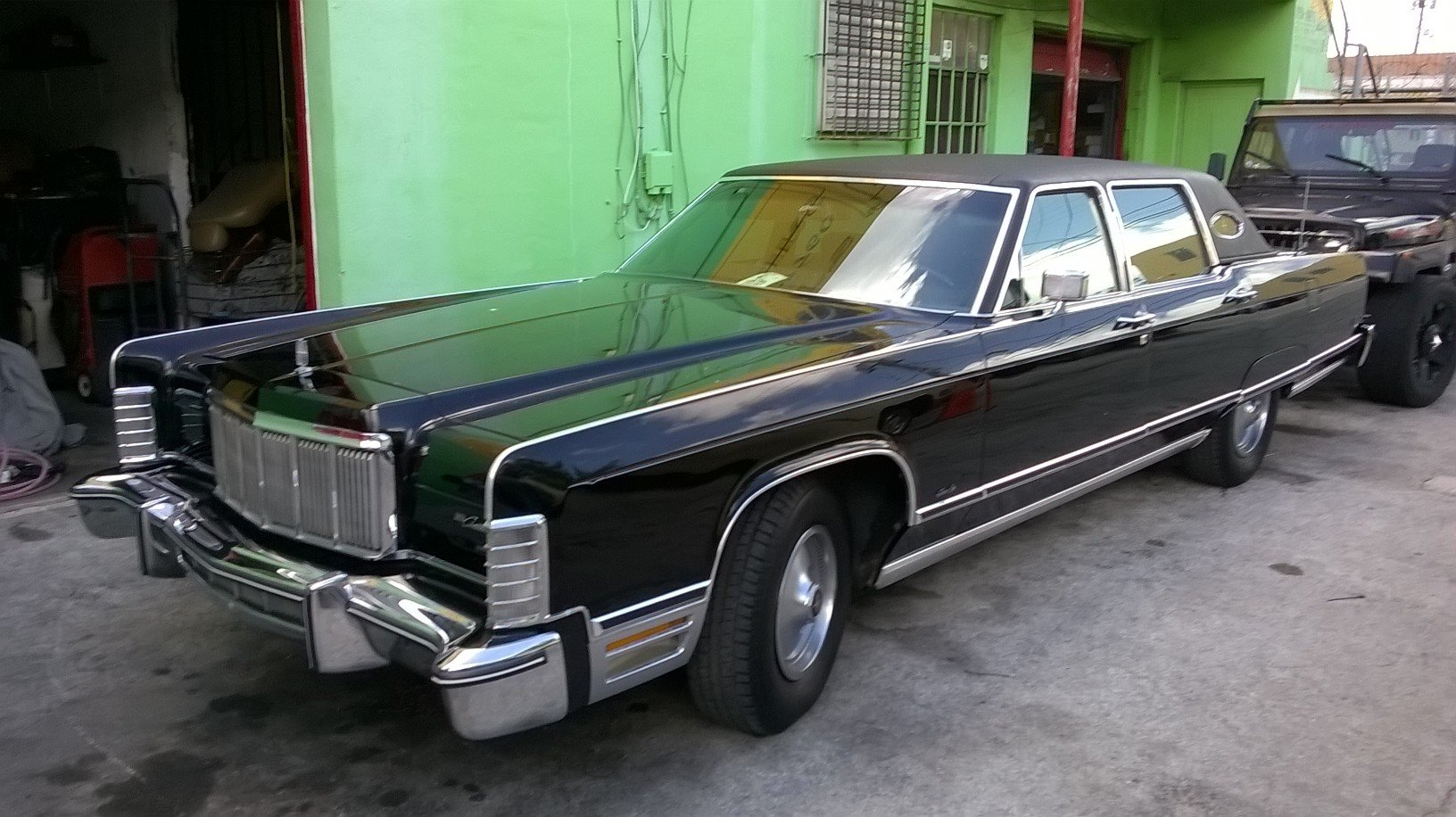 1975 Lincoln Towncar 460 engine