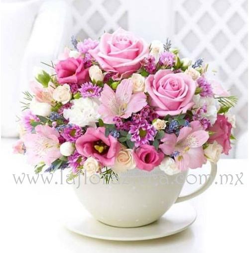 MD - 112  $1,390 Bellísima taza con gran variedad de flores de temporada