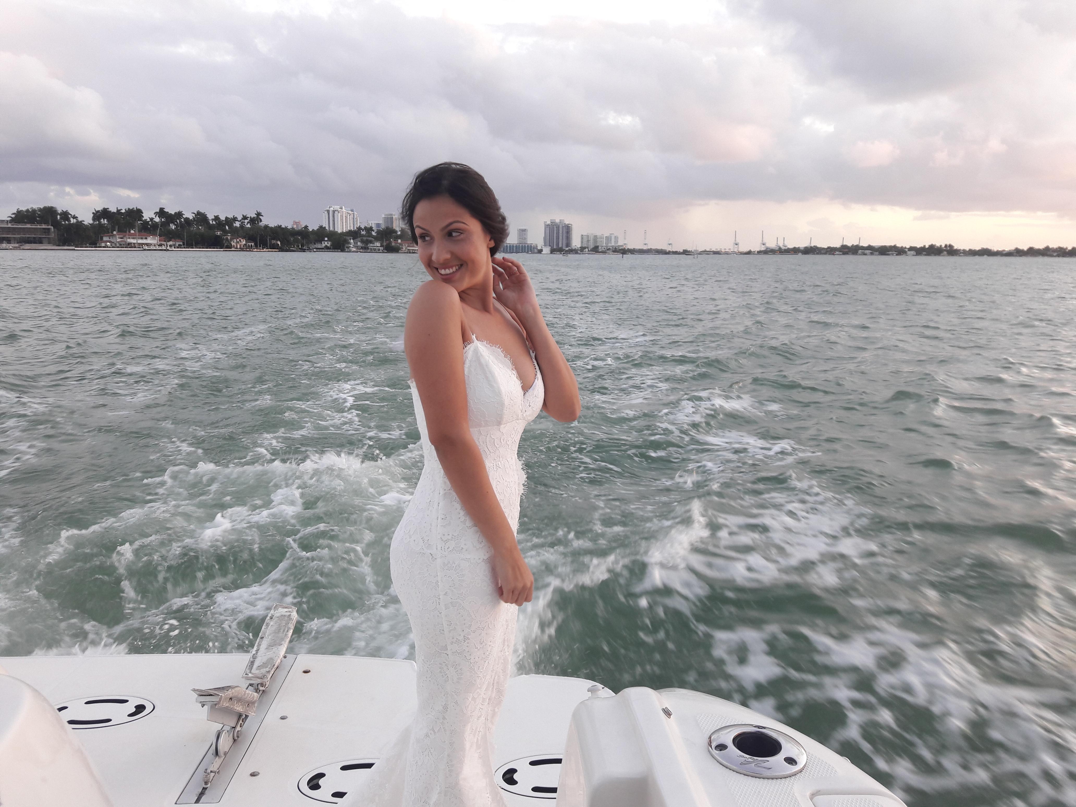 https://0201.nccdn.net/1_2/000/000/11e/b0f/couples-wedding.jpg