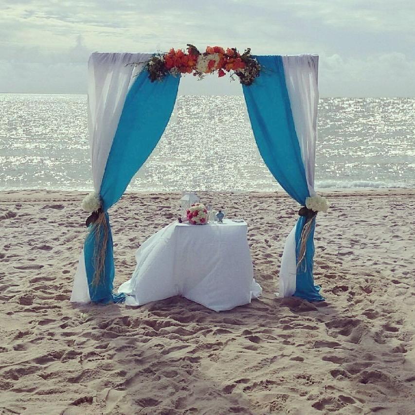 https://0201.nccdn.net/1_2/000/000/11f/a02/wedding-arch-in-turquoise.jpg