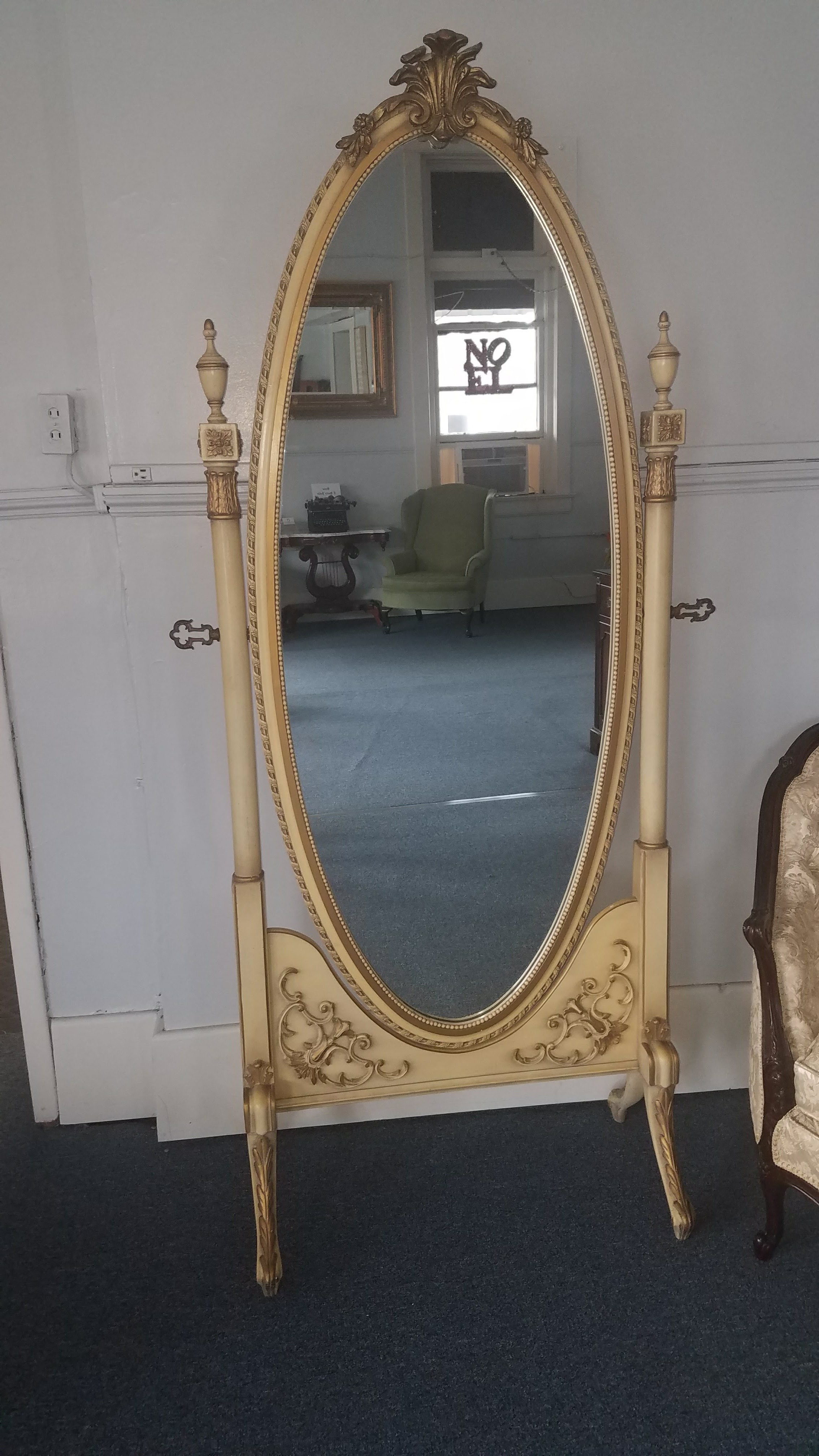 French Provincial Mirror $40 / Day