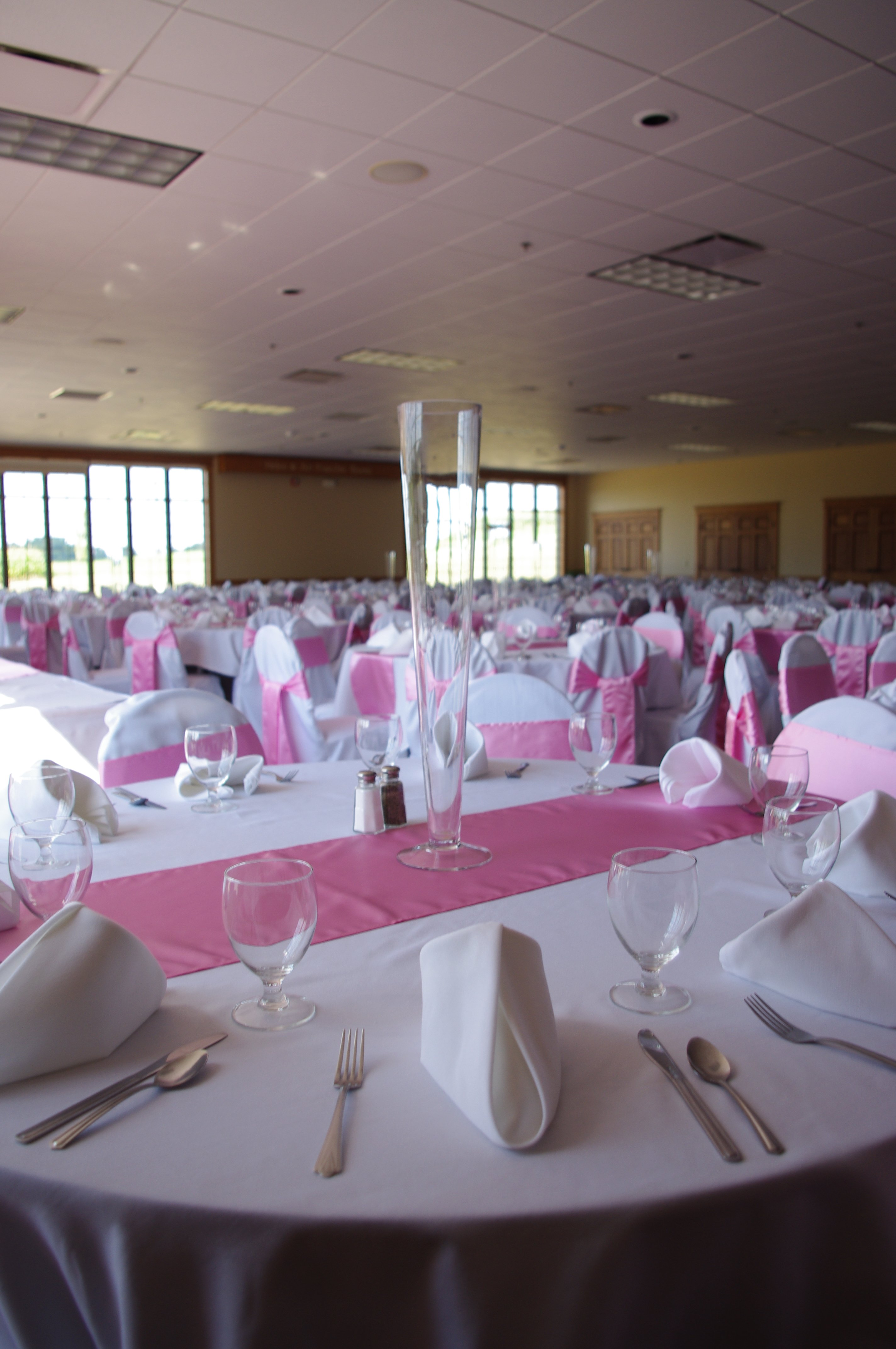Fruechte Room - reception setting with rose runners