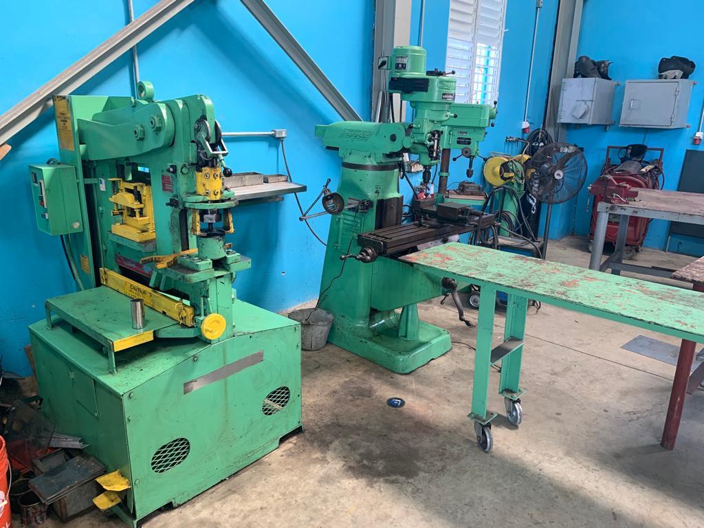 Servicios de Fresadora y Fabricacion de todo tipo de agujeros.