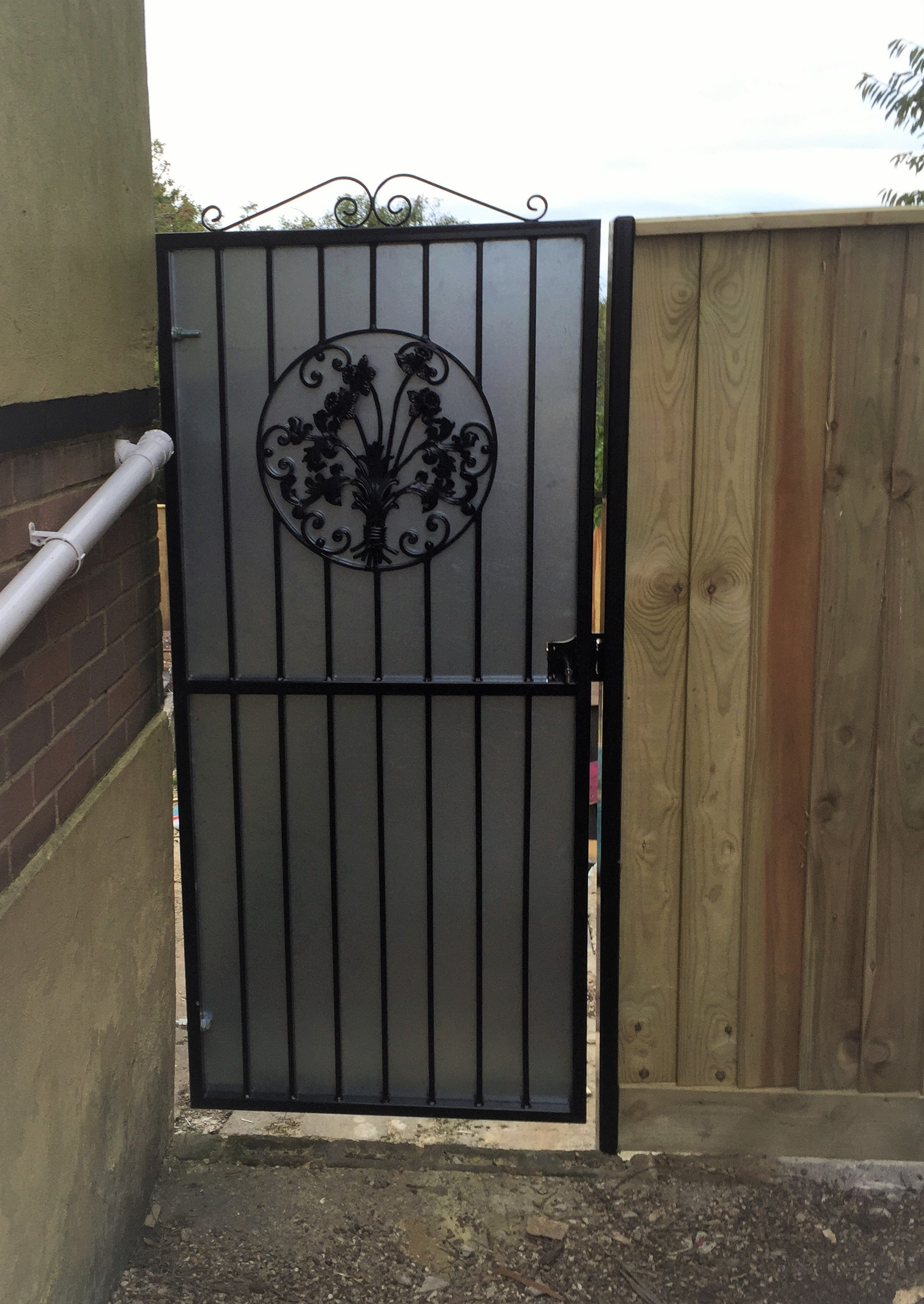 The same gate with a sheet background to block the view of the back garden