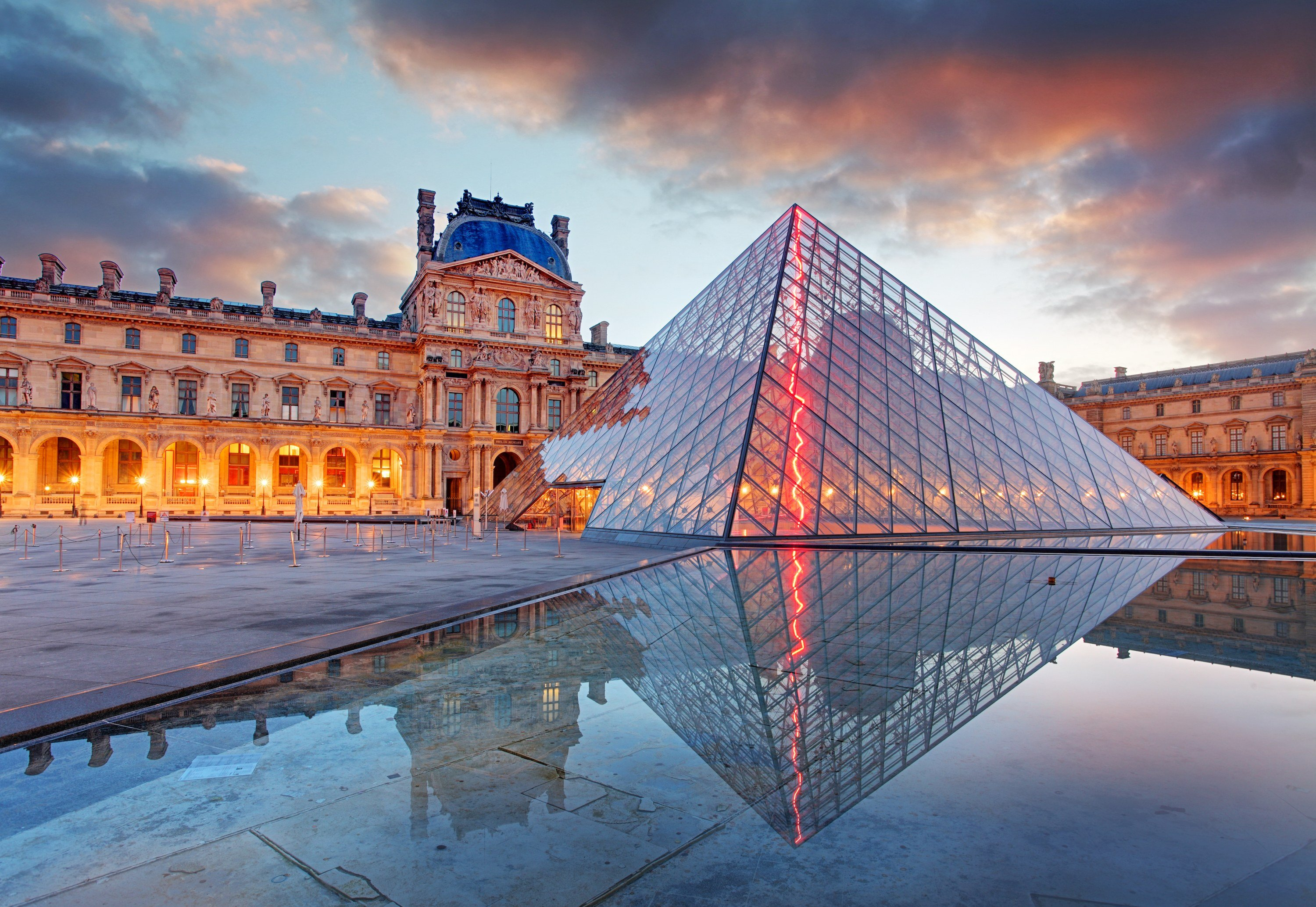 https://0201.nccdn.net/1_2/000/000/126/3ea/Secrets-of-Louvre-1.jpg