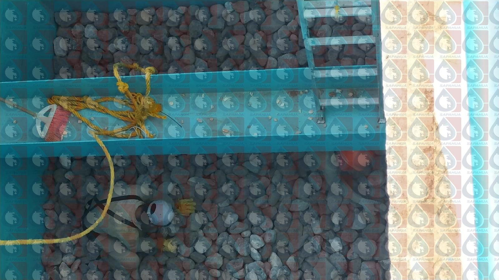 Colocación de la piedra bola en los filtros
