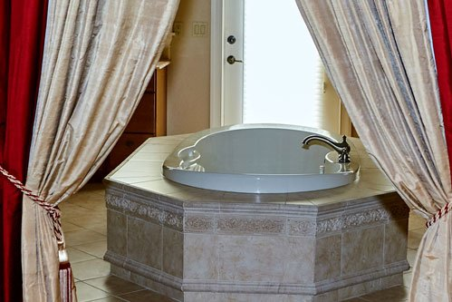 Caribbean Rooms Bathtub