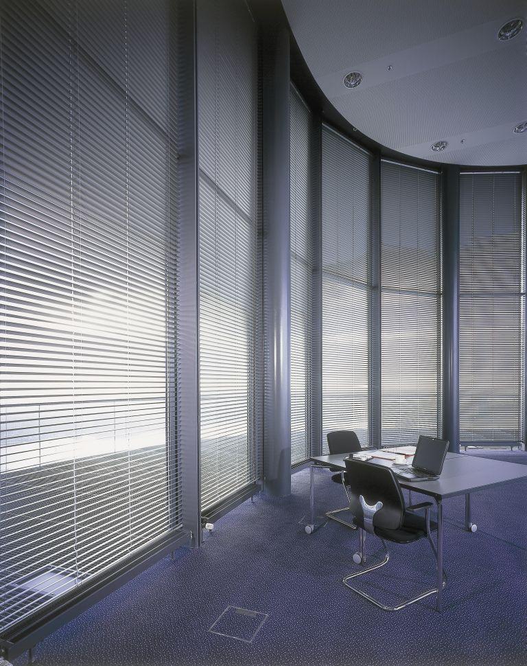 La Persiana Horizontal de Aluminio se caracteriza por ser altamente funcional, resistente, duradera y práctica.