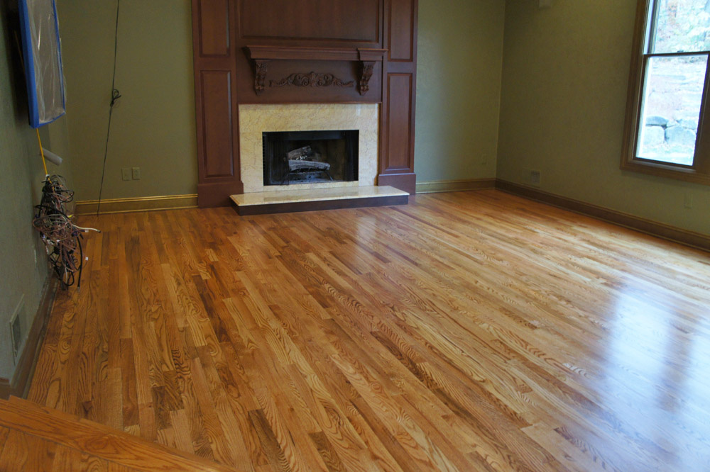https://0201.nccdn.net/1_2/000/000/128/90f/Red-Oak-Flooring-Red-Oak-Vs-White-Oak-Hardwood-With-Red-1000x666.jpg
