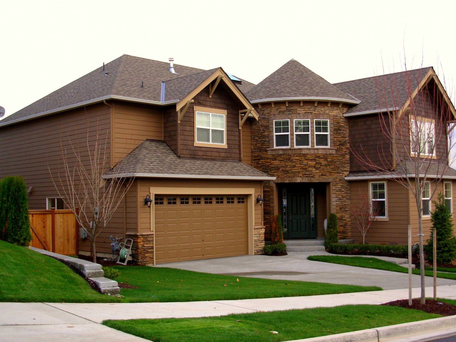 How to choose the best garage door material for How to choose a building contractor