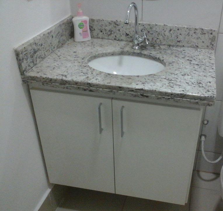Armário bancada banheiro.