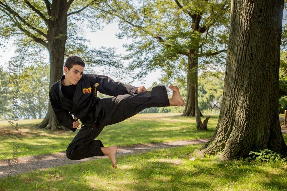 https://0201.nccdn.net/1_2/000/000/12d/a97/KarateBoyKickingPhoto-1000x667.jpg