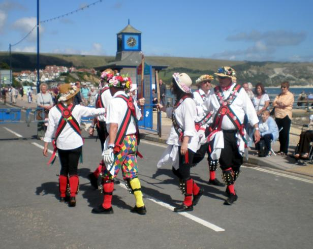 Merrydowners performing Lads a Buncham at the clock Tower