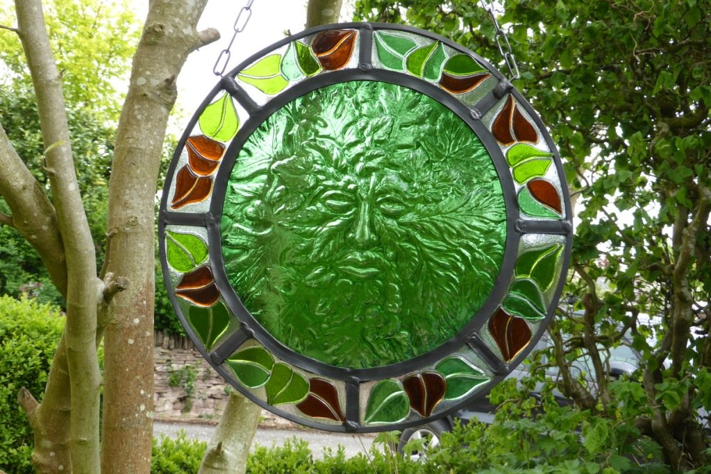 https://0201.nccdn.net/1_2/000/000/12f/93f/garden-greenman-leaves-1024x683.jpg