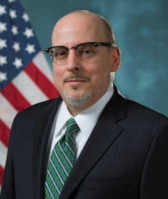 Thomas Overacker - Director Ejecutivo - U.S Customs and Border Protection