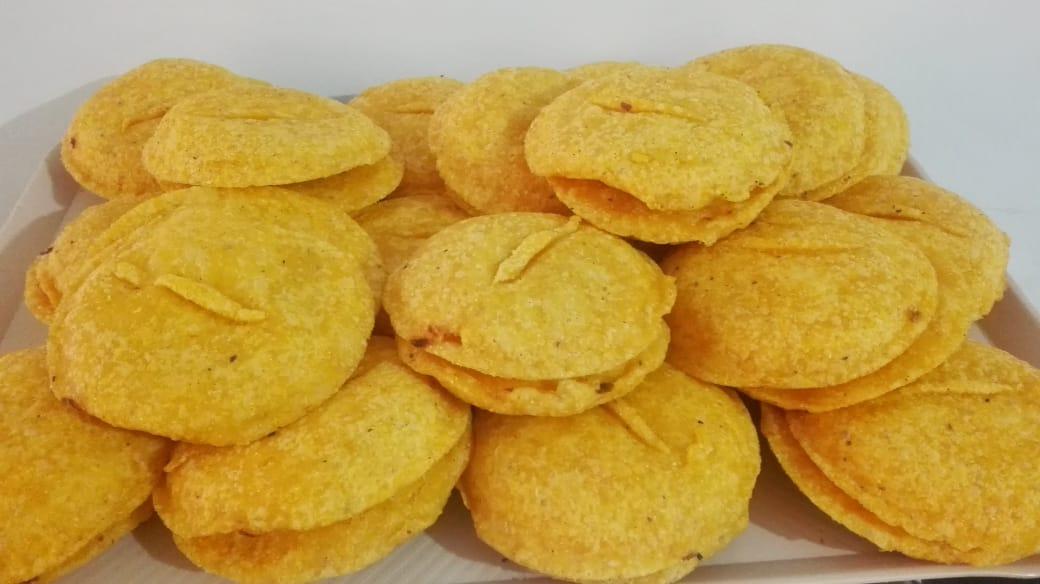 variedad de pasteleria y empanadas