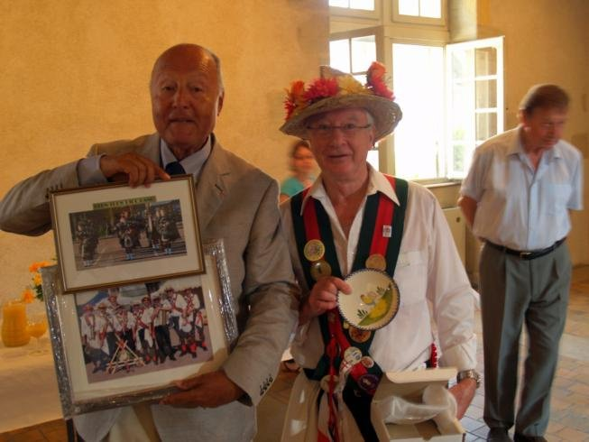 Exchange of gifts with the Mayor of Charolles