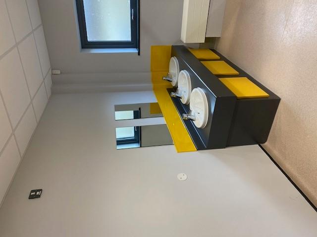 https://0201.nccdn.net/1_2/000/000/135/e4b/toilets1.jpg