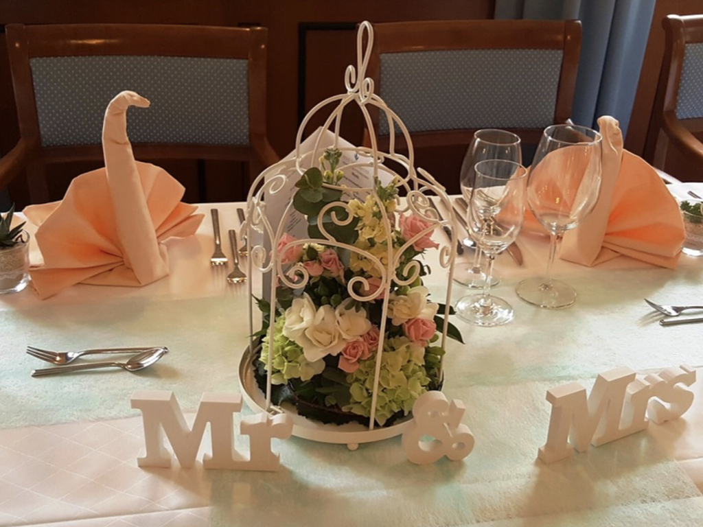 Sweetheart table centerpiece and flowers