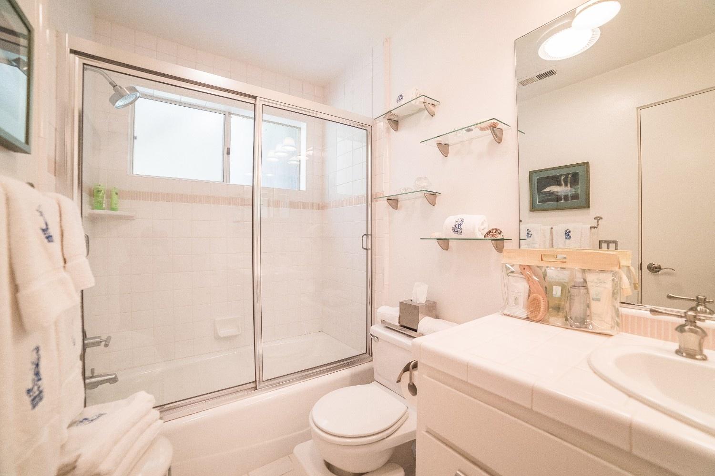 MB Escape Bathroom 7