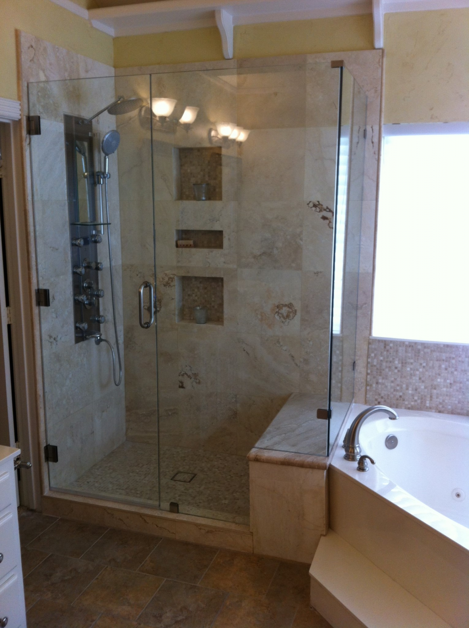 Large glass enclosed shower||||