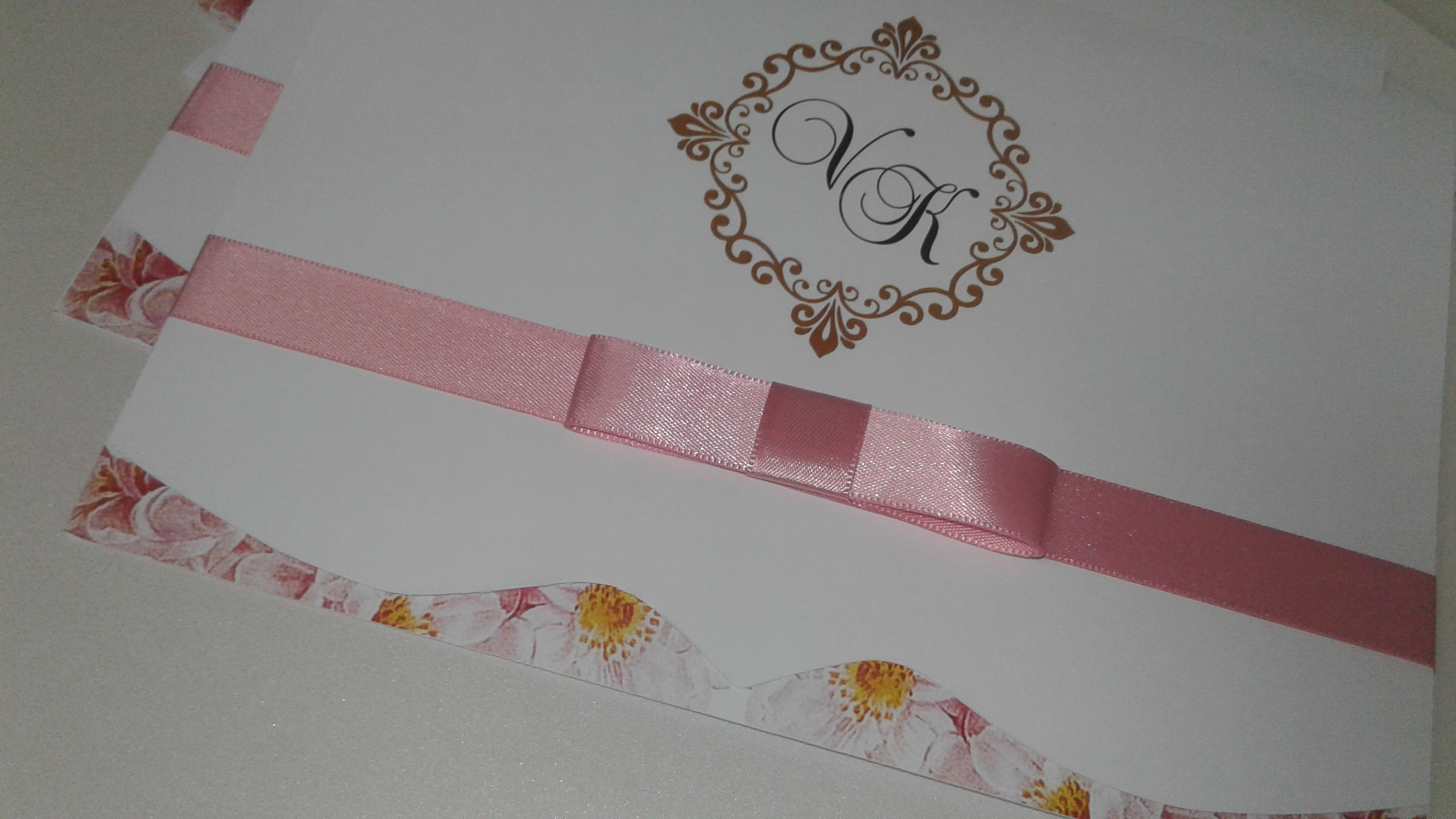 Convite barra floral com recorte especial