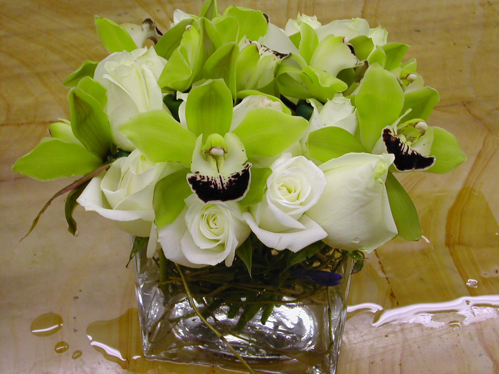 https://0201.nccdn.net/1_2/000/000/13f/9e3/centerpiece-orchid-and-roses.jpg