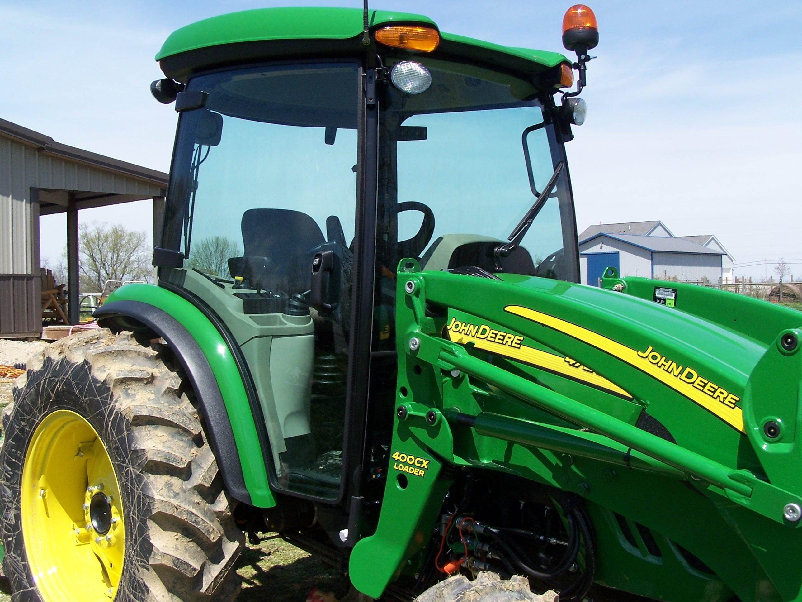 https://0201.nccdn.net/1_2/000/000/141/785/tractor.JPG