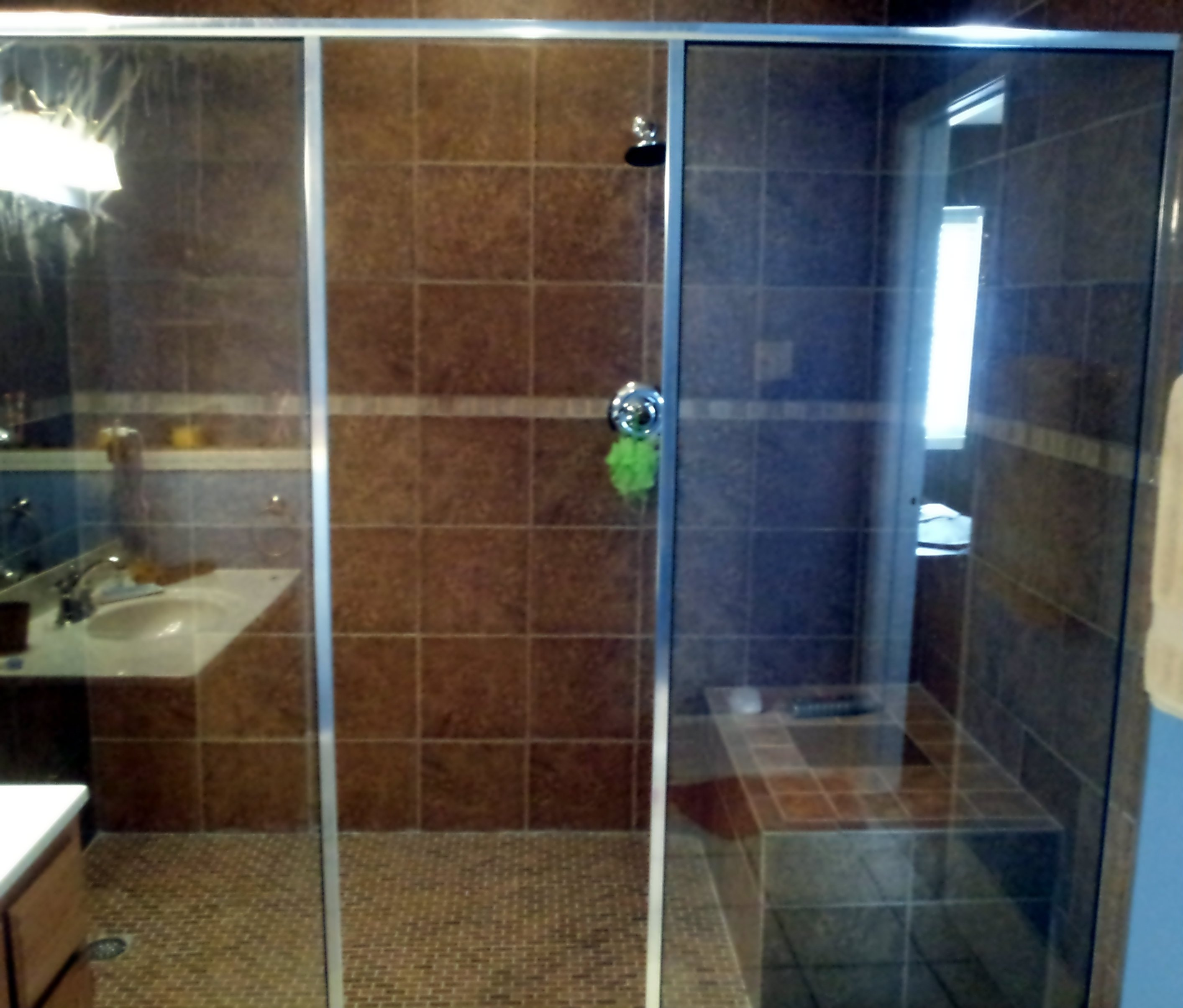 https://0201.nccdn.net/1_2/000/000/143/770/Shower-2-sidelites--no-door-silver.jpg
