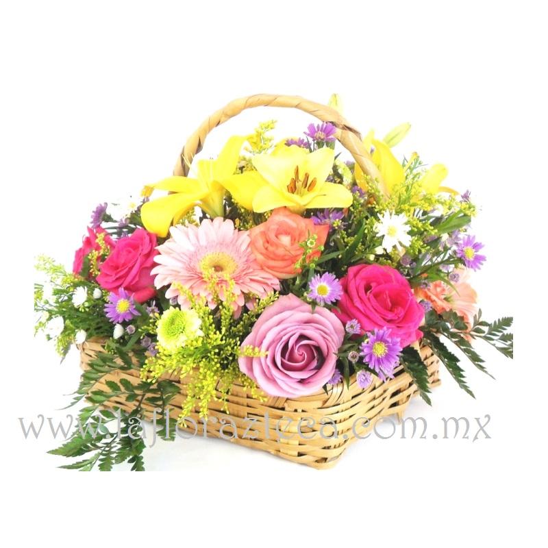 MD - 117  $1,180 Canasta de colores vivaces, con flores de temporada