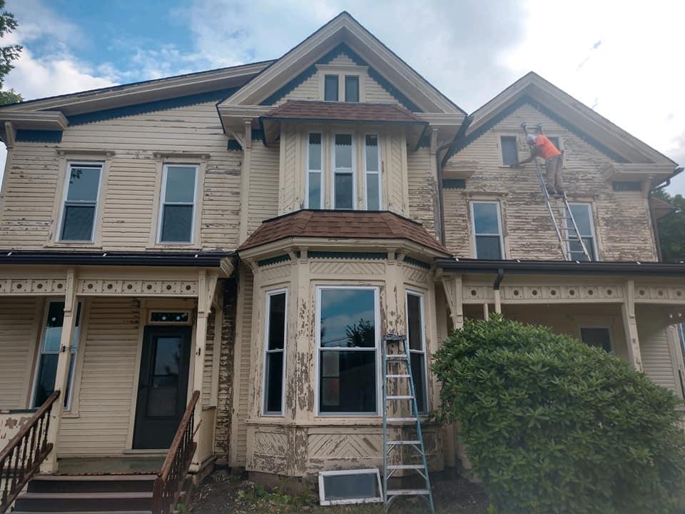 https://0201.nccdn.net/1_2/000/000/14a/a80/yellow-house-in-orangeville-before.jpg