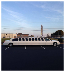 Image of tinted limousine||||