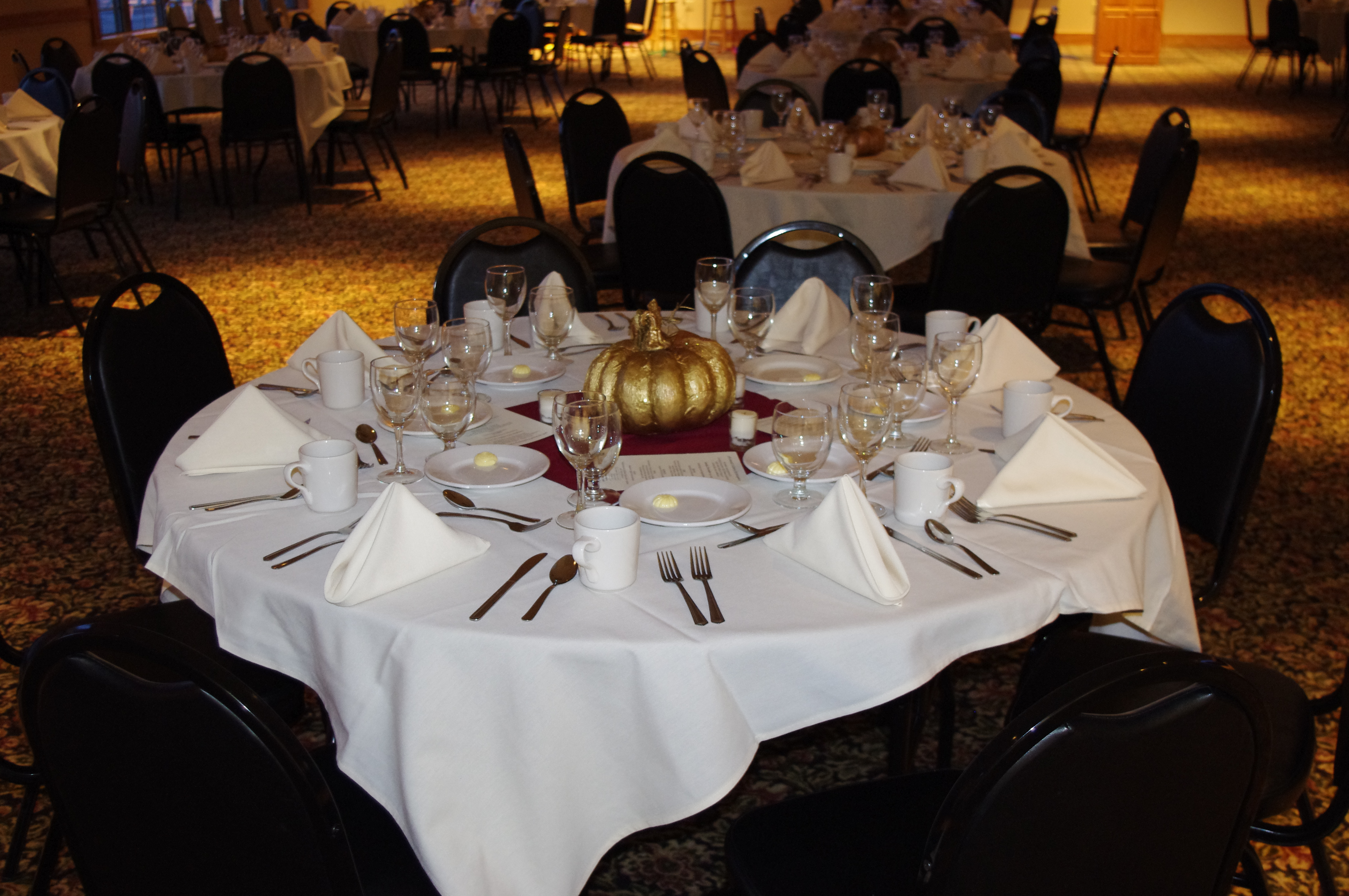 Fruechte Room - round table with fall decorations