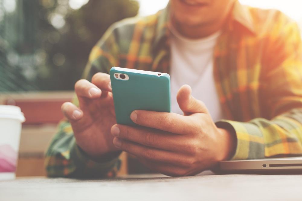 Sharing Locations on Social Media Platforms