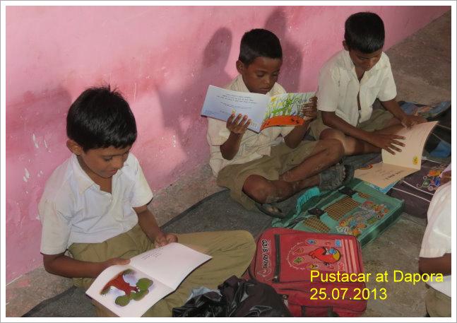 3 boys reading||||