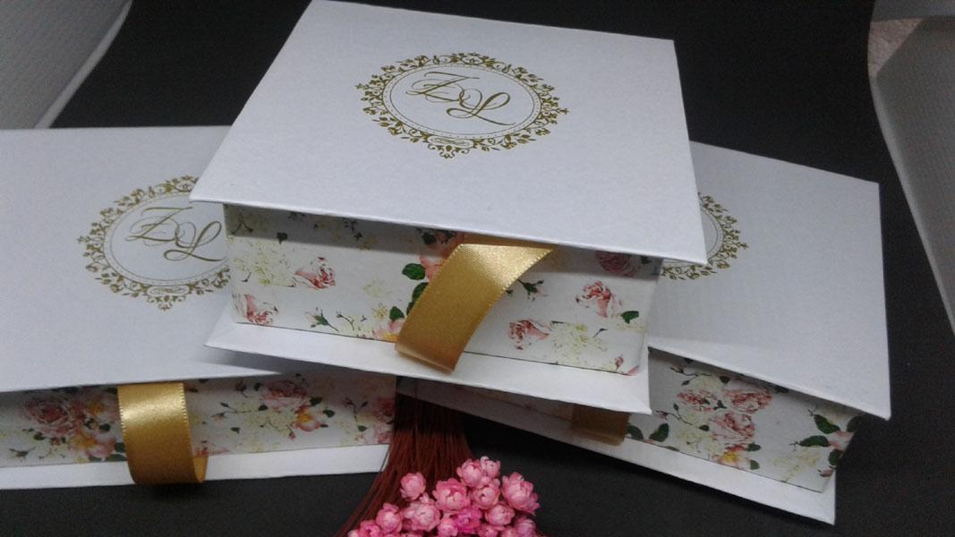 Caixa 10 x 12cm. Ideal para gravatas ou doces.