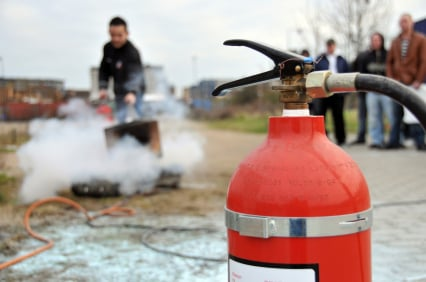 Man puts out fire with extinguisher