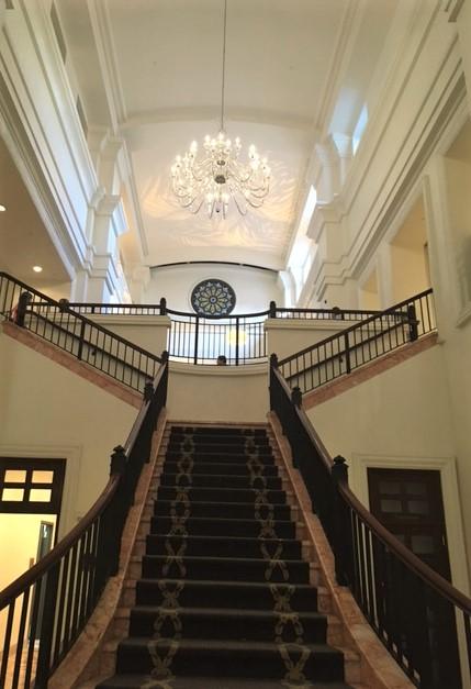 https://0201.nccdn.net/1_2/000/000/152/571/grand-entrance-1.jpg