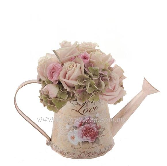 MD - 150  $680 Elegante jardinera estilo shabby chic en tonalidades rosa pastel