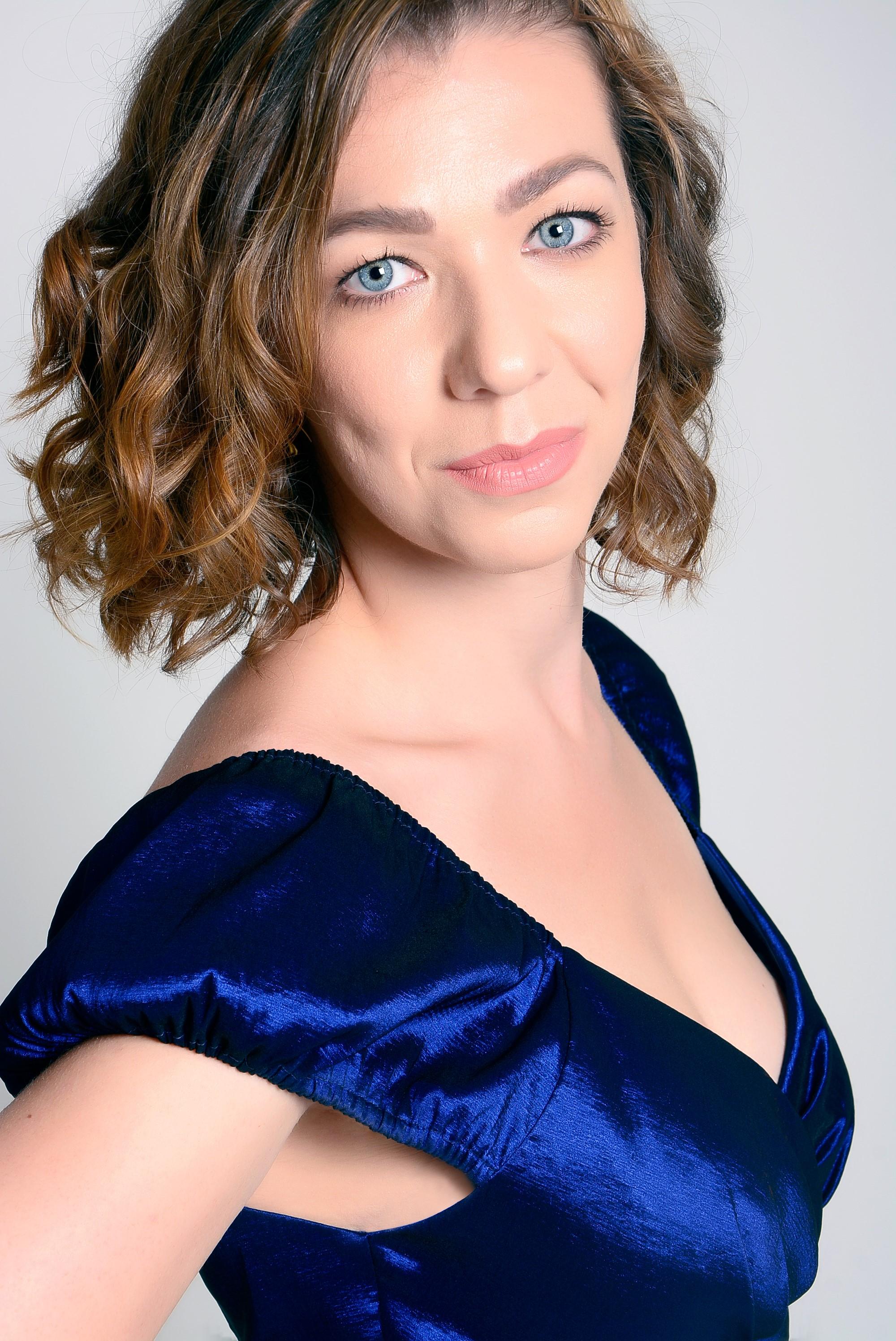 https://0201.nccdn.net/1_2/000/000/153/ac1/Christine-Cunnold.jpg